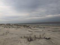 Plage abandonnée d'hiver de série de plage photographie stock libre de droits