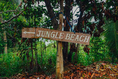 Plage Access avec le signe de ` de plage de ` Photos libres de droits