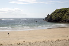 Plage argentée de brin ; Malin Beg, le Donegal, Irlande Photos stock