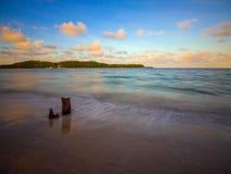 Plage au coucher du soleil Photographie stock libre de droits