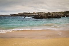 Plage avec des vagues et sans personnes Photos stock