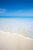 Plage avec le ciel bleu clair Photo libre de droits