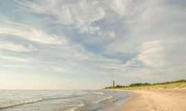 Plage avec le phare Photos stock