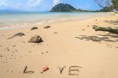 Plage blanche d'isolement de sable sur l'île tropicale Photo libre de droits