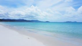 Plage blanche de ciel l'île de Pentecôte dans l'Australie photos stock