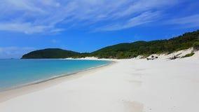 Plage blanche de ciel sur l'île de Pentecôte dans l'Australie photos stock