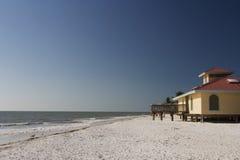 Plage blanche de la Floride de sable photos stock