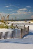 Plage blanche de sable au coucher du soleil Photos libres de droits