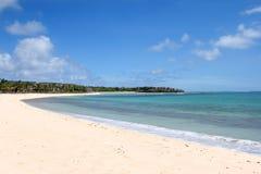 Plage blanche exotique de sable photos stock