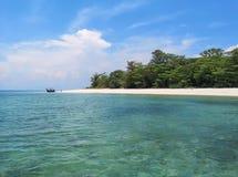 Plage blanche Koh Lao Liang, Trang, Tha?lande de sable photos stock