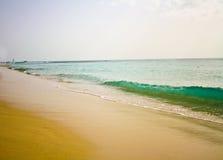 Plage blanche paradisiaque de sable Photo libre de droits