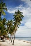 Plage blanche tropicale de sable Photographie stock libre de droits