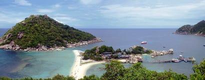 Plage blanche tropicale de sable chez la Thaïlande Photos stock