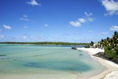 Plage blanche tropicale de sable, l'Océan Indien Photographie stock