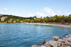 Plage bleue de baie, Curaçao photos libres de droits