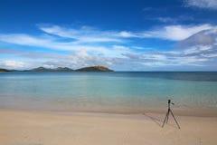 Plage bleue de lagune en île de Nacula, Yasawa, Fidji images stock