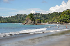 Plage chez Manuel Antonio National Park, Costa Rica images libres de droits