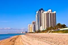 Plage chez Sunny Islands, Miami tôt Image stock