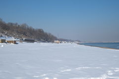 Plage couverte de neige Photo stock