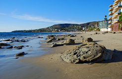 Plage creuse somnolente dans le Laguna Beach, CA Photo stock
