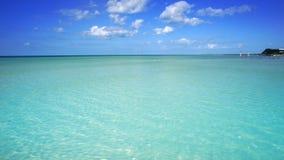 Plage d'île de Holbox en mer des Caraïbes Mexique banque de vidéos