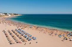 Plage d'Albufeira dans Algarve Image libre de droits