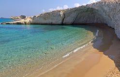 Plage d'Alogomantra, Milos île, Cyclades, Grèce Photographie stock