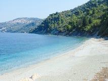 Plage d'Armenopetra sur l'île de Skopelos images libres de droits