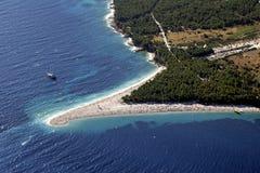 Plage d'or de cap dans Bol, île de Brac Images stock