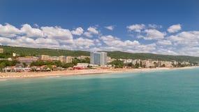 PLAGE D'OR DE SABLES, VARNA, BULGARIE - 19 MAI 2017 Vue aérienne de la plage et des hôtels en sables d'or, Zlatni Piasaci S popul Photographie stock