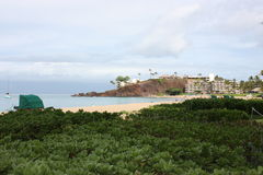 Plage d'Hawaï Maui Ka'anapali et roche noire Photos libres de droits