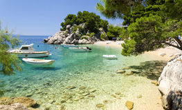 Plage dans Brela à Makarska la Riviera, Dalmatie, Croatie Photographie stock libre de droits