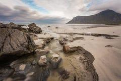 Plage dans des îles de Lofoten Photos stock