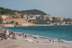 Plage dans la ville sur la côte du golfe de mer Gentil, France photographie stock libre de droits