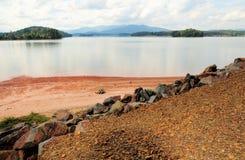 Plage dans le lac Chatuge Photos stock