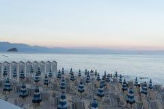 Plage dans le pays Italie de la Ligurie photo stock