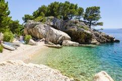 Plage dans Makarska la Riviera, Dalmatie, Croatie Photo libre de droits