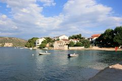 Plage dans Rogoznica, Croatie Photo libre de droits