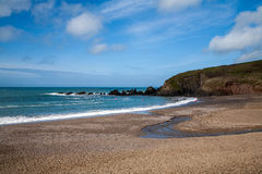Plage de baie de Challaborough Photo stock