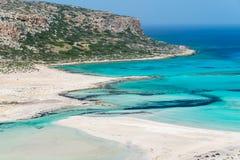 Plage de Balos et île de Gramvousa près de Kissamos en Crète Grèce Photos stock