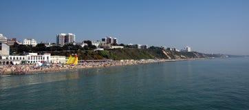 Plage de Bournemouth le jour le plus chaud en avril Photo libre de droits