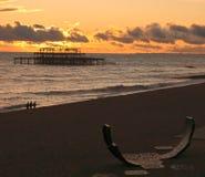 Plage de Brighton au coucher du soleil photos libres de droits