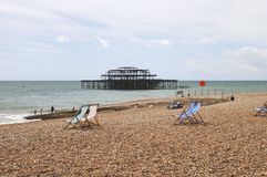 Plage de Brighton et pilier occidental. LE R-U Image libre de droits