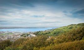 Plage de Chesil, île de Portland, Dorset, coucher du soleil BRITANNIQUE au-dessus de la mer Images libres de droits
