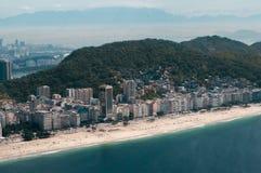 Plage de Copacabana - vue d'hélicoptère Images stock