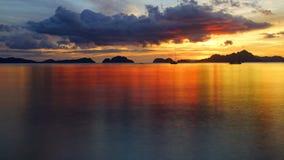 Plage de corong de Corong pendant le coucher du soleil. EL Nido Photos stock
