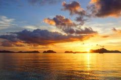 Plage de corong de Corong pendant le coucher du soleil. EL Nido Photo libre de droits