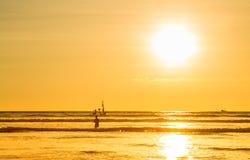 Plage de coucher du soleil dans Myanmar Images stock