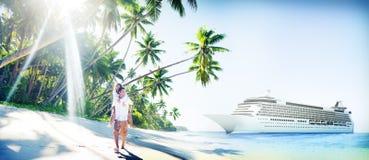 Plage de couples collant le concept Romance de vacances Photographie stock