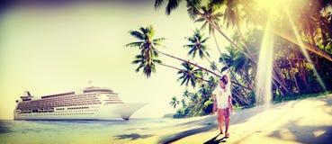 Plage de couples collant le concept Romance de vacances Images libres de droits